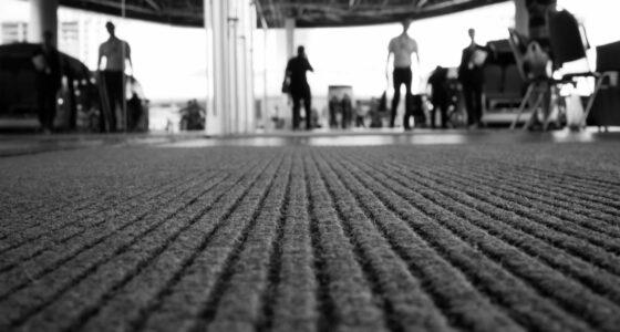 Die Fußmatte eines Bürogebäudes in der Nahaufnahme.